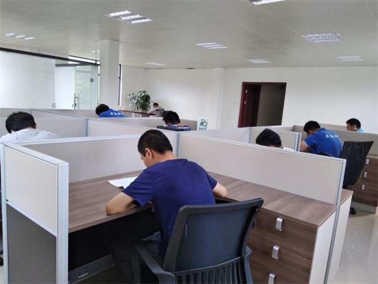 连坂厂举行在职员工考核-中控室理论考试.jpg